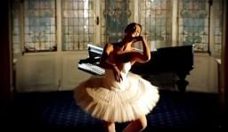 Amadeus (2007) - The Piano