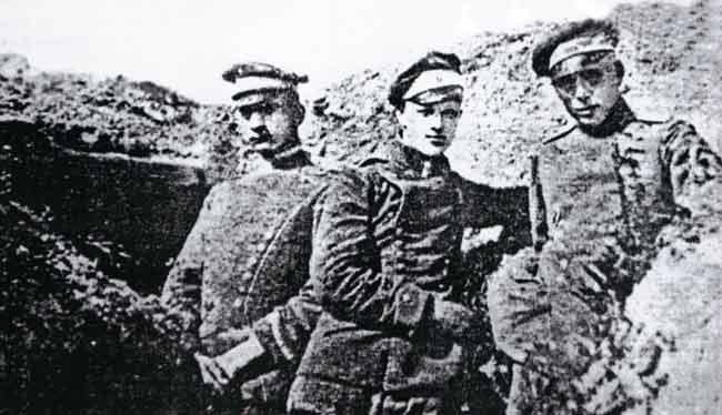 Ганс Гюнтер фон Диклаге (в центре)